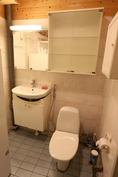 Kylpyhuoneessa on wc