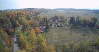 Huittulan kylä, talo vasemmalla