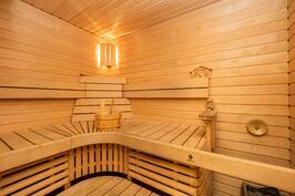 Hyvän kokoinen sauna
