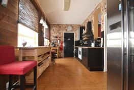 keittiö yläkerran asuintiloissa
