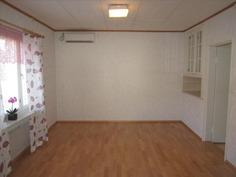 toinen alakerran huoneista