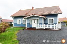 Komea talo Kirkonmäellä