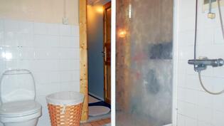 Pesuhuone - wc - pyykinpesukoneen liittymä