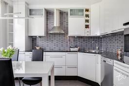 Laadukkain materiaalein remontoitu keittiö
