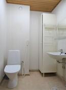 Yläkerran wc-saunaosasto.