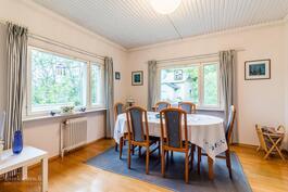 Aninkainen.fi Lahti, Olli-Pekka Sistonen LKV Aluejontaja Kaupanvahvistaja 050 3310 950, tai olli-pekka.sistonen@aninkainen.fi