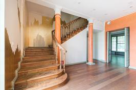portaat 3. kerroksen yksityisasuntoon