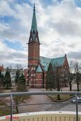Parvekkeelta suora näkymä kirkolle
