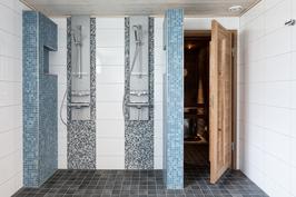 Taloyhtiön uusittu kylpyhuone (sijaitsee samassa rapussa)