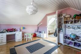 Yläkerran lastenhuone