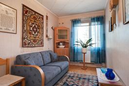 Yläkerran makuuhuone/ Övre våningens sovrum