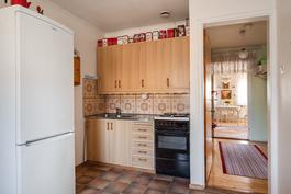 Yläkerran keittiö/ Övre våningens kök.