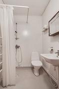 Yläkerran kylpyhuone/ Övre våningens barum