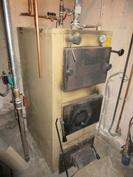 Talon tekniikkatilan putkituksia on uusittu v.-14 ja puulämmitteinen lämmityskattila on vuodelta -96!