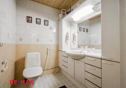 Sisääntulokerroksen erillinen wc