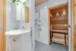 Kylpyhuone / wc ja sauna. Aninkainen.fi, Turku, Eija Herttuainen LKV  050 3245 676