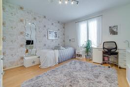 Makuuhuone 2, talon toisessa päässä. Aninkainen.fi, Turku, Eija Herttuainen LKV  050 3245 676