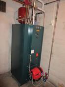 Talon vesikiertoisen öljy/sähkötoimisen patterilämmityksen kattila ja poltin uusittu v. -04!
