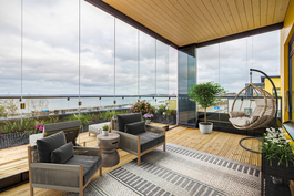 Osittain lasitetulta kattoterassilta upeat näkymät!