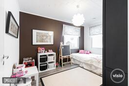 Alakerran makuuhuone 11,7m²