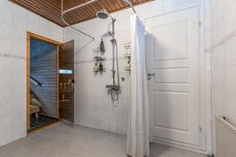Pesutilat ja sauna.