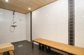 2016 tehty tyylikäs kylpyhuone