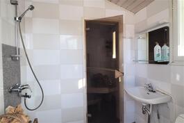 Saunarakennuksen suihkutila