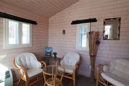 Saunarakennuksen pukuhuone/vierashuone