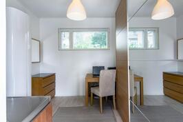 Askartelu / työhuone, johon oma sisäänkäynti