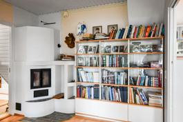 Kirjasto / takkahuone