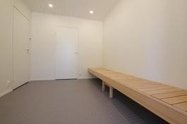 Saunatilojen pukuhuone