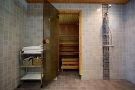 Kylpyhuonetilat 2 suihkulla