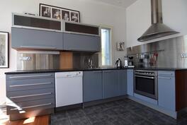 Kaunis, toimiva Puustelli keittiö