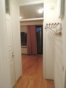 Makuuhuone 1 on lähellä eteistä ja erillistä wc:tä