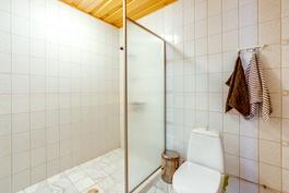 2. kylpyhuone