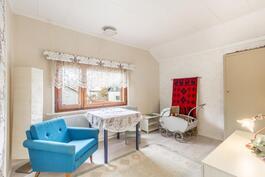 Makuuhuone 2 yläkerrassa / Sovrum 2 på övre våning