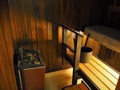 Mukavan tunnelmainen sauna.