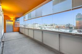 Iso lasitettu parveke / Stor inglasad balkong