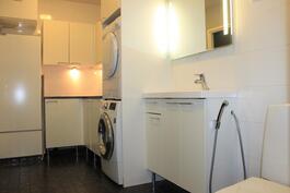 Yhdistetty pukuhuone, kodinhoitohuone ja wc