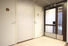 Sisäänkäynti ja asiakas wc:t