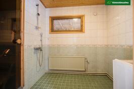 Kylpyhuone on remontoitu v. 2002.