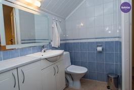 Yläkerran wc-tila