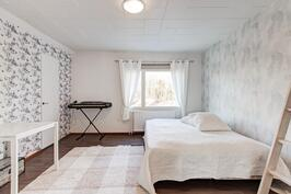 Yläkerran makuuhuone2