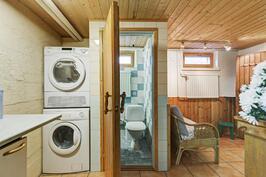 Takkahuoneen yhteydessä kodihoitopiste sekä erillinen wc