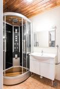 Kylpyhuone/höyrysauna