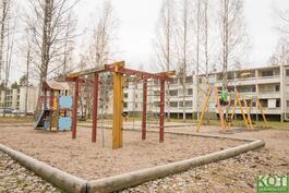 Takapihan puoleinen leikkipuisto