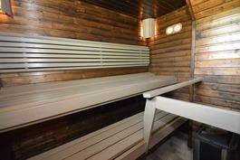 Kauniin sävyinen sauna
