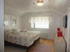 Yläkerran makuuhuone on tehty v. 2013