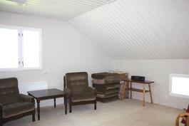 Yläkerran keskeneräinen huone