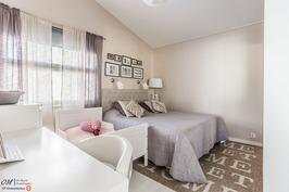 Makuuhuone 3 (alakerta)
